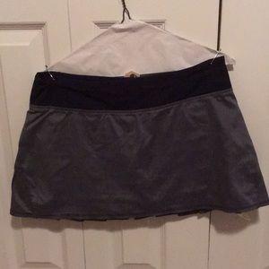 Lululemon gray & black skirt w/ ruffles sz 8 58204